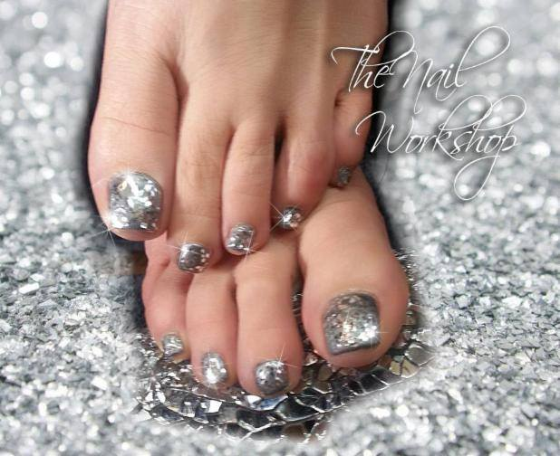 Gelish Silver Chunky Christmas Gel Pedicure