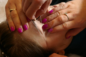 Eyebrow Threading - holding the skin taut